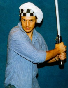 Nathan Fillion avec un sabre laser