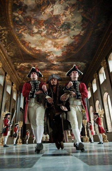 Pirates des Caraïbes en 2011 : La Fontaine de Jouvence, avec Johnny Depp, Penélope Cruz et surtout Ian McShane #3