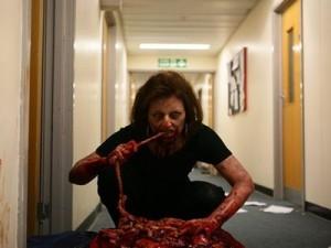 """Image tirée de la série britannique """"Dead Set"""""""