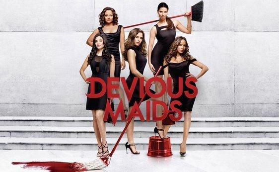 Devious Maids - Conchita va sortir les poubelles des Desperate Houswives