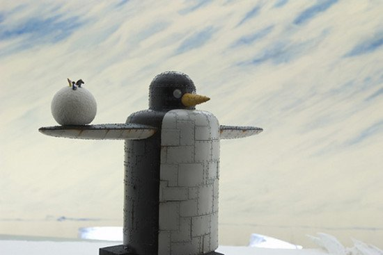 On pourra croiser aussi ce genre de trouvaille : un robot géant qui fabrique des boules de neiges à propulser. What else ?