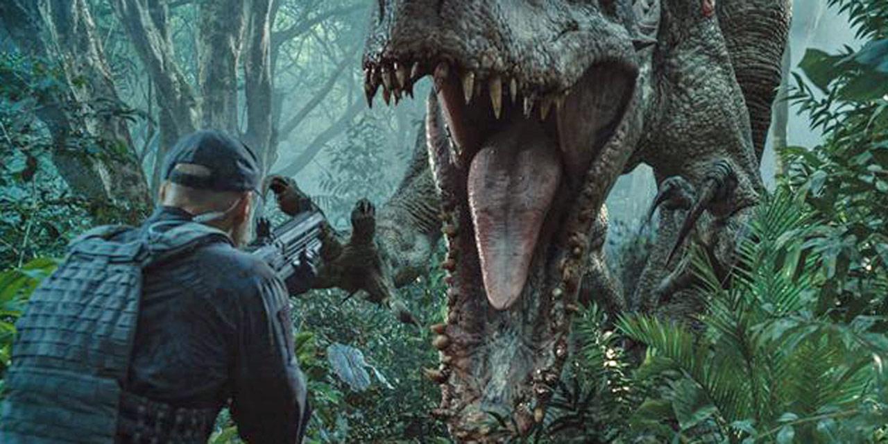 Un T-Rex qui attaque un soldat
